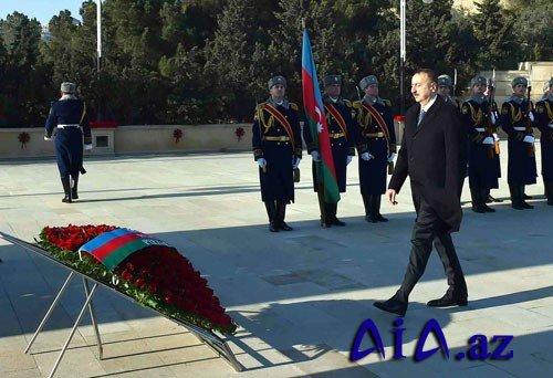 Prezident Şəhidlər Xiyabanını ziyarət edib